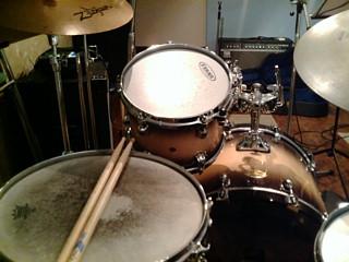 ドラムはスタジオで録音