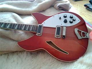 実家に置き去りのギター