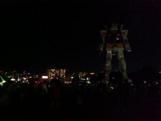 夜のガンダム